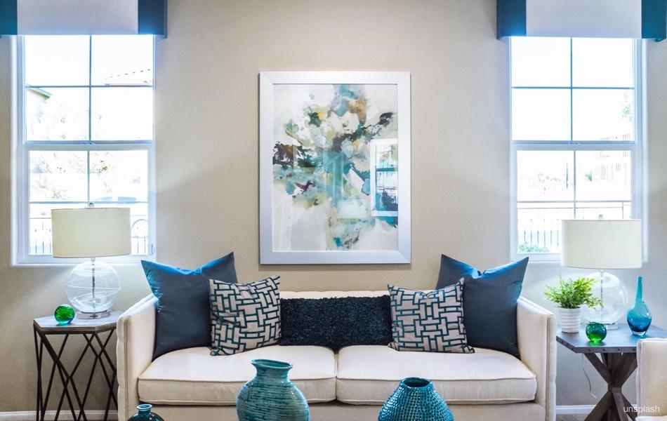 Zavěste si na stěnu obraz adodejte bytu správnou atmosféru