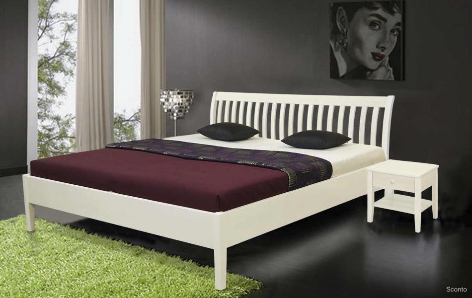 Populární jsou dřevěné ikovové postele