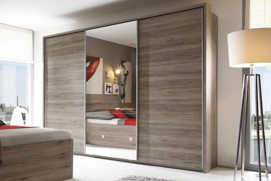 Šatní skříně sposuvnými dveřmi šetří prostor