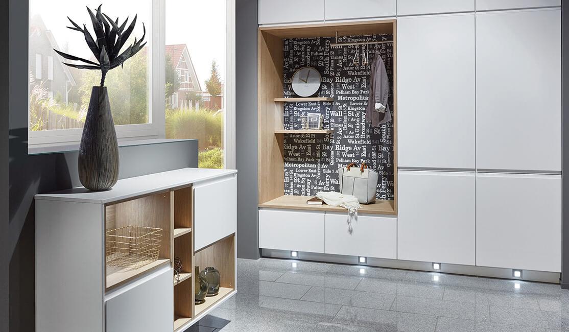 Předsíňový nábytek Inline z programu Více než kuchyň